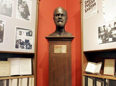 Busto de Freud, en lo que fue su departamento durante su estancia en Viena, ahora, convertido en museo