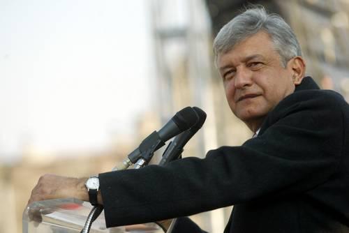 Andrés Manuel López Obrador, dirigente de un movimiento social en favor de los más necesitados, ahora es furiosamente estigmatizado por las elites políticas, empresariales y de los medios masivos