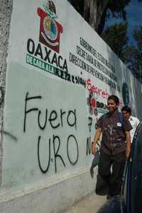 Pinta de ayer en la ciudad de Oaxaca contra el gobernador Ulises Ruiz Ortiz