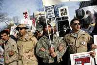 Veteranos de guerra protestan contra el envío de más militares al país ocupado