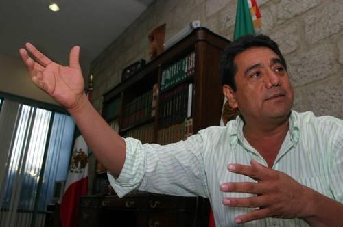 En el puerto se habla de ajustes de cuentas, de Los Zetas, pero creo que el operativo federal está trayendo cierta tranquilidad a la gente, aun con lo que estamos viviendo, señala Félix Salgado Macedonio, el presidente municipal perredista de Acapulco
