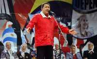 El mandatario venezolano habla durante el acto de repudio a Bush organizado por las Madres de Plaza de Mayo en la capital argentina