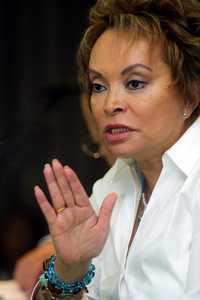 Profesores de Baja California advirtieron que la lideresa magisterial, Elba Esther Gordillo, por conducto del SNTE y el Panal, pretende repetir en las elecciones estatales de este año la compra de votos aplicada en las campañas presidenciales de 2006