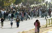 Estudiantes de la Vocacional 9 bloquearon durante dos horas la calzada Ermita Iztapalapa en protesta por las reformas a la Ley del ISSSTE