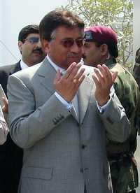 Foto: Pervez Musharraf, presidente de Pakistán, íntimo de los sauditas, se ha acercado a Irán para la construcción del oleoducto que llegará a India