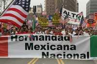 Manifestantes del Movimiento Latino USA marcharon este sábado por las calles de Los Angeles, en favor de los derechos de los indocumentados
