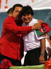 Foto: Los presidentes de Venezuela, Hugo Chávez (izquierda), y de Bolivia, Evo Morales, durante la inauguración de la cumbre del ALBA, en Barquisimeto, el pasado 27 de abril