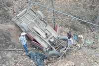 La camioneta en que viajaban la familia Esparza Galaviz y otros acompañantes se precipitó a un barranco luego de la agresión de militares