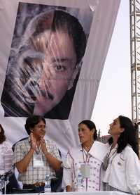 Die Schauspielerinnen Jesusa Rodríguez und Ofelia Medina, beim »juicio popular« gegen Ulises Ruiz, Gouverneur von Oaxaca, welcher am 03.ago.2007 auf dem Zócalo DF begann.