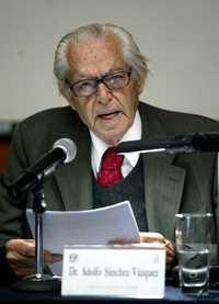 Adolfo Sánchez Vázquez durante una conferencia en la UNAM, en 2005