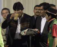 Foto: El presidente boliviano Evo Morales fue homenajeado con chicha durante la recepción que se le hizo en Lima, en el contexto de una visita oficial del pasado primero de agosto