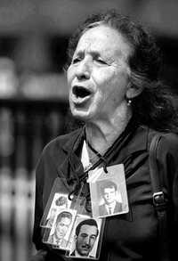 Rosario Ibarra de Piedra, una protesta en 2002 en la SCJN