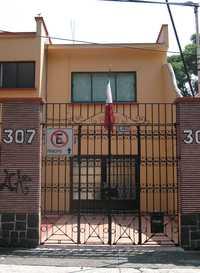 Casa con el número 307 de la calle de Sevilla en la colonia Portales, delegación Benito Juárez del Distrito Federal, supuesta sede de la empresa Mil Acres