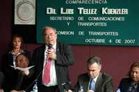 El diputado Rubén Aguilar Jiménez da lectura al comunicado donde se informa que el secretario Luis Téllez no se haría presente para comparecer