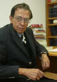 Luis Javier Garrido aceptó competir por la rectoría de la UNAM