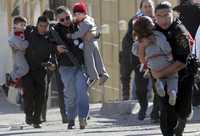 Durante el enfrentamiento entre agentes policiacos  e integrantes del cártel de los hermanos Arellano Félix, elementos de los cuerpos de seguridad pusieron a salvo a varios niños que quedaron atrapados bajo el fuego cruzado
