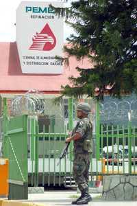 Elementos del Ejército en la estación de Pemex en Santa María el Tule, Oaxaca