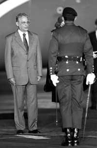 Fernando Henrique Cardoso, privatizador del petróleo brasileño, durante una visita a México en noviembre de 2000