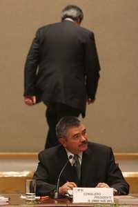 Leonardo Valdés y a sus espaldas el ex presidente interino del IFE Andrés Albo