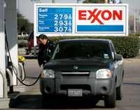 Analistas del mercado energético consideran que la amenaza del presidente Hugo Chávez de suspender el envío de petróleo a Estados Unidos es más una cuestión retórica porque se trata de un cliente importante y Venezuela difícilmente podría diversificar su clientela en el mediano plazo. Imagen captada en Dallas, Texas