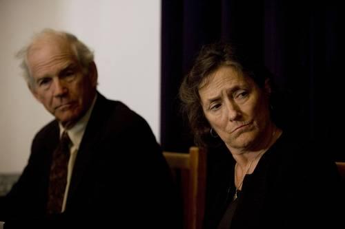 Hardy y Kathy Will, padres del fotógrafo estadunidense Bradley Roland Will, asesinado en 2006 en Oaxaca durante el conflicto de la APPO, ayer en conferencia de prensa