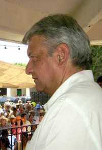 Cuestionado por López Obrador, el secretario de Gobernación, Juan Camilo Mouriño, inició ayer una campaña en los medios de comunicación para tratar de resarcir el impacto a su imagen pública