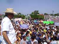 Andrés Manuel López Obrador a su paso por Nacajuca, en el recorrido que realizó ayer por Tabasco