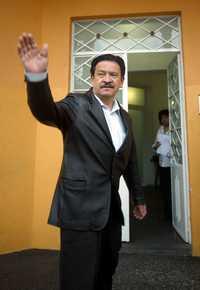 Carlos Navarrete Ruiz acudió ayer a las oficinas de Andrés Manuel López Obrador, en la colonia Roma, donde se acordaron medidas para impedir la apertura de Petróleos Mexicanos al capital privado