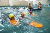Integrantes del proyecto Niños Talento durante su clase de natación