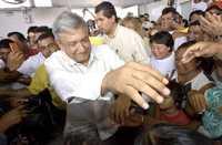 Andrés Manuel López Obrador en Cancún, Quintana Roo, al empezar una gira por el país para promover la defensa del petróleo