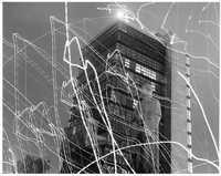 En agosto de 1960, la estatua de Miguel Alemán sobrevivió a dos ataques de dinamita provocados por estudiantes inconformes con la represión policiaca. El monumento sufrió otro atentado en 1966 y tuvo que ser cercado. Arriba, momento de uno de los ataques. La cámara captó los destellos de la explosión, que son las marcas blancas que atraviesan la imagen
