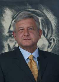 Andrés Manuel López Obrador visitó ayer a brigadistas en defensa del  petróleo en Monterrey, Nuevo León