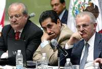 Graco Ramírez, Rubén Camarillo y Francisco Labastida durante el debate del pasado jueves en el Senado sobre la reforma energética