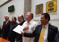 Dante Delgado, Alberto Anaya, Alejandro Chanona, Javier González Garza y Carlos Navarrete, durante la conferencia de prensa sobre la consulta ciudadana acerca del futuro de Pemex