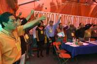 Maestros de la CNTE durante la asamblea, realizada en el plantón permanente, para elegir delegados al Congreso Nacional de Bases del Valle de México
