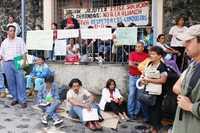 Maestros de Morelos siguen en plantón frente a las oficinas de la SEP en Cuernavaca para exigir la derogación de la Alianza por la Calidad de la Educación