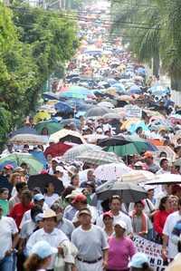 Mas de 50 mil maestros, alumnos y padres de familia salieron a manifestarse por las calles de Cuernavaca en contra de la Alianza por la Calidad de la Educación