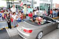 Cientos de maestros morelenses que están en contra de la Alianza por la Calidad de la Educación tomaron ayer de nueva cuenta casetas de peaje en la entidad, y durante algunas horas permitieron el libre tránsito de vehículos