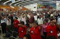 Asistentes a la inauguración del congreso constituyente del Movimiento de Liberación Nacional, realizada en Ciudad Deportiva