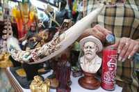 Francisco Villa comparte lugar con la Santa Muerte, Changó y otras imágenes