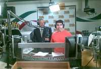 Andrés Manuel López Obrador durante la entrevista que concedió en Los Ángeles, California, a Eddie Sotelo, conductor del programa radiofónico Piolín por la mañana