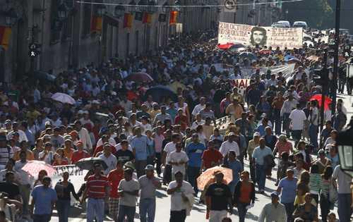Miles de jóvenes marcharon ayer en el centro de Morelia