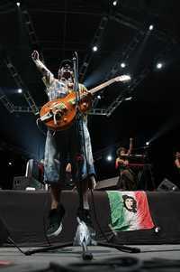 Manu Chao procura combinar presentaciones ante grandes auditorios con tocadas más íntimas. En la imagen, el ex vocalista de Mano Negra, en Guadalajara