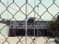 Escapan 17 reos por la puerta principal del penal de Reynosa