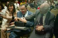 Soledad Cisternas, Miguel Concha y Rodolfo Stavenhagen durante la premiación realizada en un hotel de la capital