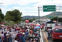 Bloqueo de maestros de la CETEG en las autopistas que comunican a la capital de Guerrero. La imagen, a la altura del punto conocido como Parador del Marqués, en la salida hacia Acapulco