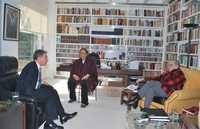 REUNIÓN DE COLOMBIANOS. Durante su estancia en la ciudad de México el presidente de Colombia, Álvaro Uribe, visitó la casa de su compatriota, el escritor Gabriel García Márquez, y su esposa Mercedes Barcha