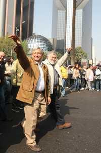 López Obrador y Alejandro Encinas durante la marcha de ayer del Ángel de la Independencia a Bellas Artes