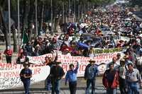 Maestros de al menos 10 entidades participaron en la marcha que se efectuó ayer en la ciudad de México