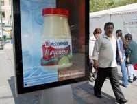 Publicidad relativa a alimentos en Paseo de la Reforma. Imagen de archivo